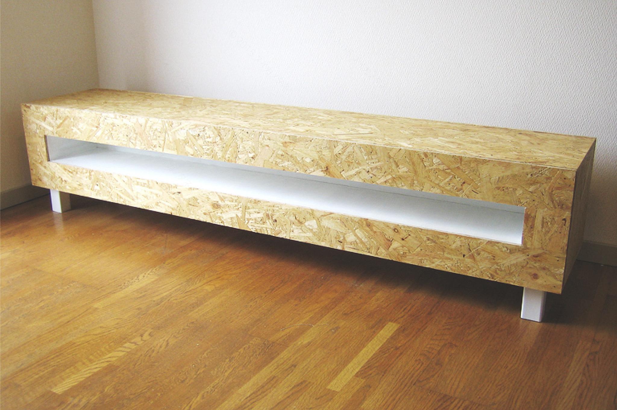 素材感のある木製の家具のデザイン